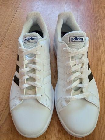 Фірмові кросівки від Adidas