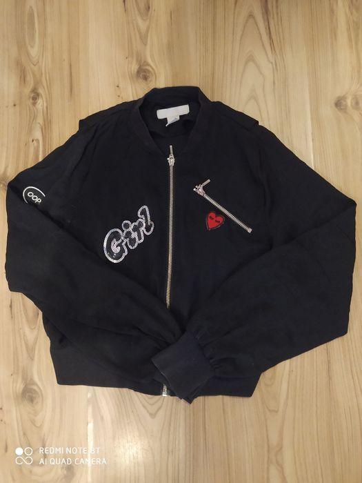 Czarna, krótka bluza z naszywkami, rozmiar S Słupsk - image 1