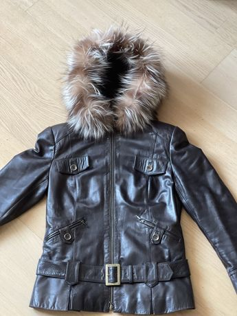 Продам кожаную, осенне-зимнюю куртку.