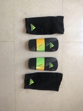 Caneleiras Adidas com meia