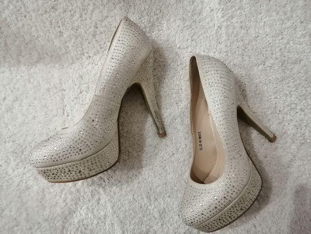 Sexy eleganckie stylowe buty na obcasie białe cyrkonie rozmiar 40