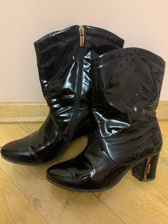 Взуття жіноче чобітки