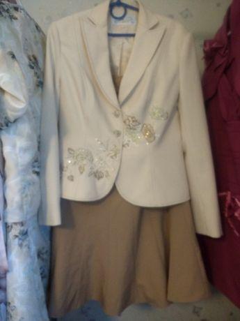 Двухцветный костюм двойка, юбка годе, вышивка