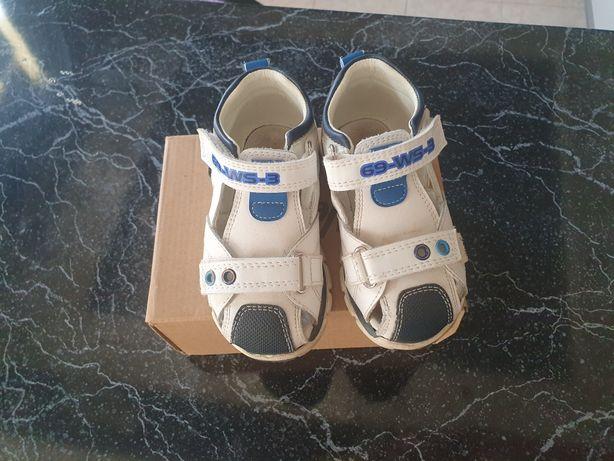 Детские кожаные сандали на 23 размер