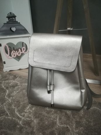 Nowy plecak srebrny