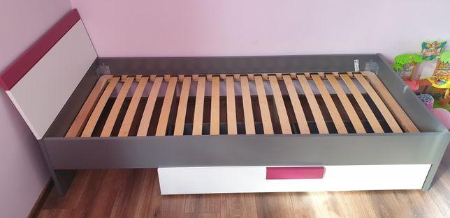 Łóżko jednoosobowe z materacem i szufladą