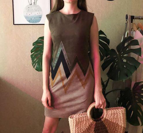Замшевое разноцветное платье карандаш