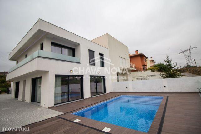 MS - Moradia nova, com piscina, 4 quartos, 3 frentes. Matosinhos