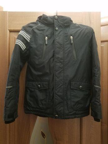 Куртка демисезонная, осенняя, на мальчика 6-8 лет, рост 140 см.