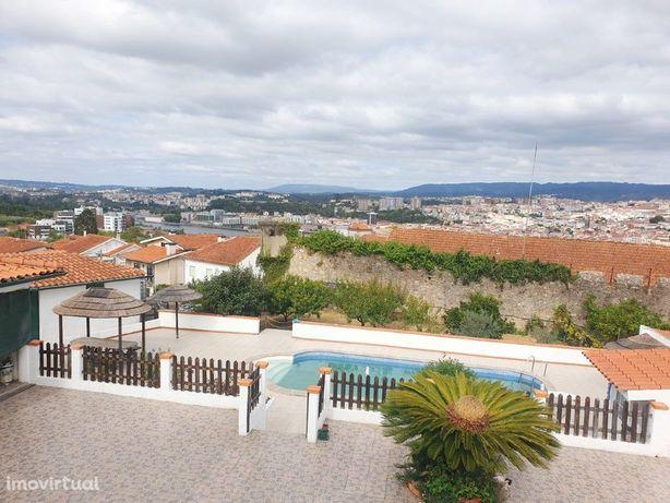 Moradia V4 em Santa Clara com piscina junto ao Fórum de C...