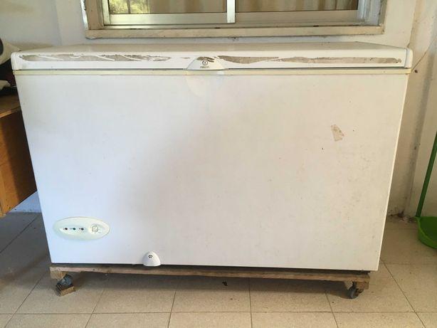 Arca congeladora INDESIT 120L muito bom estado
