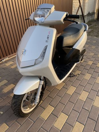 Скутер Peugeot Vivacity 2012год 50куб