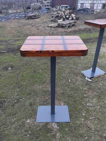 Столики и скамейки для кафе.