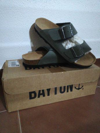 Sandálias novas bayton