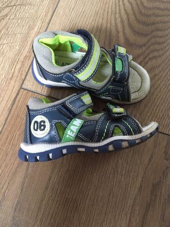 Sprzedam sandały rozmiar (22)