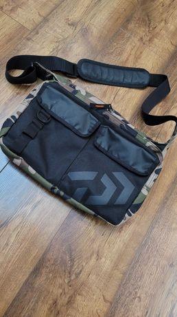 Сумка спиннингиста Daiwa Shoulder Bag (C)