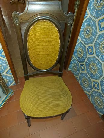 4 Cadeiras em Madeira