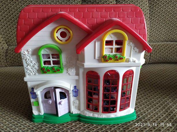 Продается детский домик с набором маленькой мебели внутри