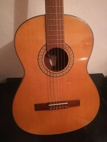 Gitara akustyczna klasyczna