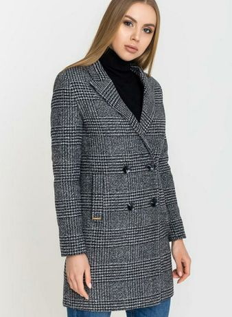 Женское серое пальто в клетку размер S
