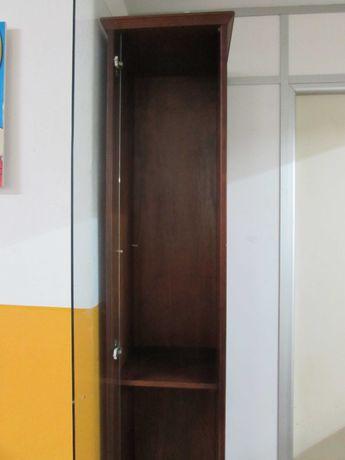 Móvel com porta de vidro várias utilidades