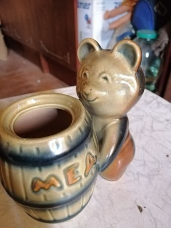 фарфор статуэтка медведь с бочонком меда