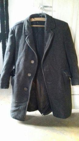 Stary niemiecki płaszcz Weissensee zabytek z czasów wojny