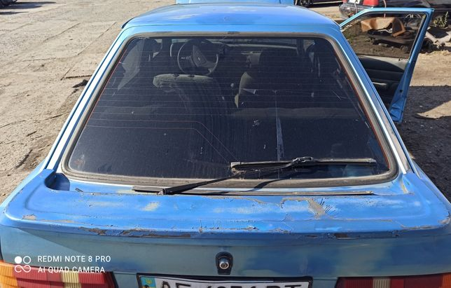 Крышка багажника Форд Ескорт