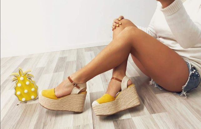 Sandálias novas, plataforma