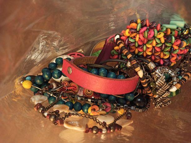 DUŻO biżuterii: kolczyki, zawieszki, bransoletki, naszyjniki