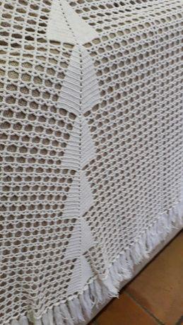 Lindíssima toalha em renda manual