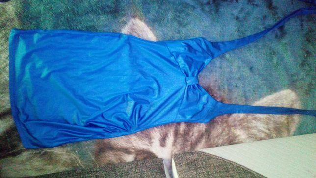 Sukienka z dekoldem