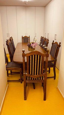stół dębowy i 10 krzeseł dębowych w komplecie