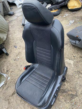 Lexus Is 300h fotel pasażera kierowcy