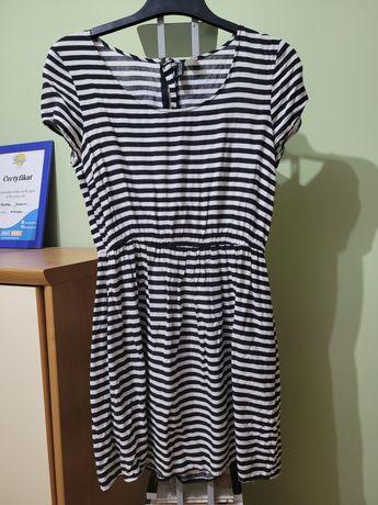 Krótka letnia sukienka w paski