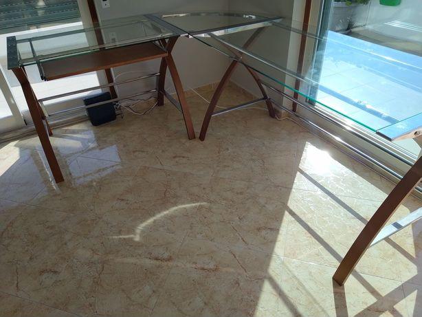 Secretária em vidro e cerejeira 1,70m x 2,10 m