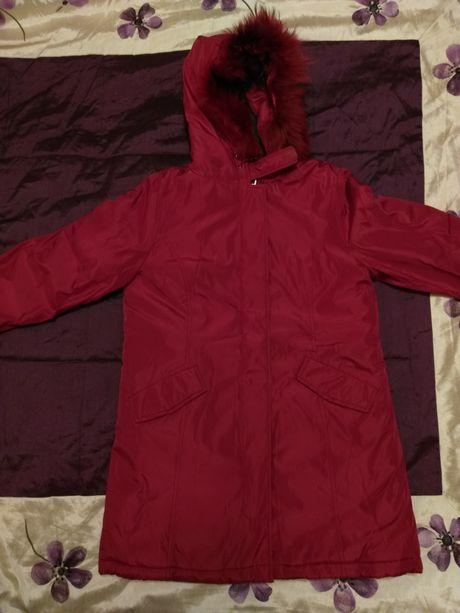 Красная куртка женская зимняя (новая)