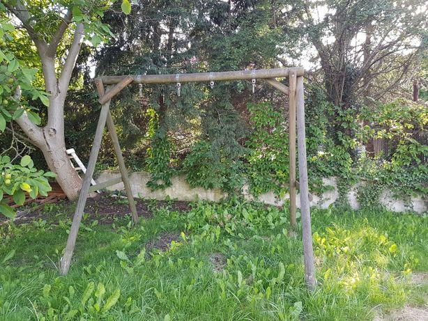 Drewniany stelaż do huśtawki ogrodowej