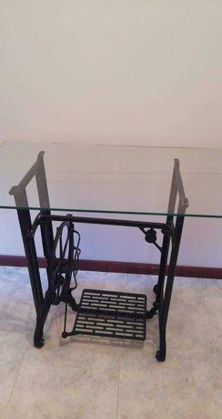 Máquina costura/mesa