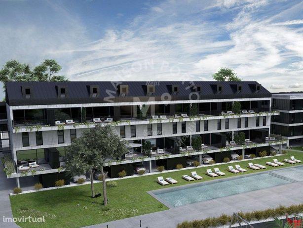 Apartamento T4 com Suite, Varanda e Garagem em Condomínio...