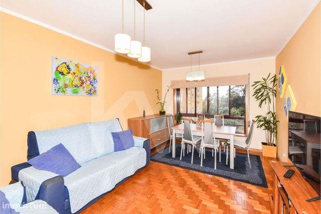 Apartamento T3 em Vilar de Andorinho com 2 casas de banho e lavandaria