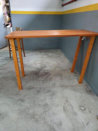 Mesa e cadeiras altas Ikea