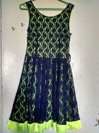 Платье нарядное без рукавов