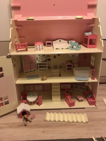 domek drewniany dla lalek/ mebelki dla lalek
