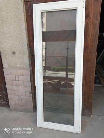Drzwi balkonowe .
