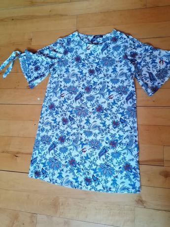 Sukienka w niebieskie kwiaty