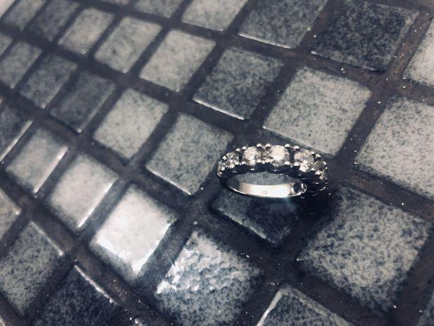 Anel de ouro branco 18k com 9 diamantes 2.40ct