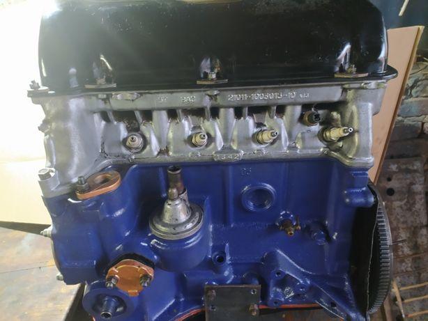 Двигун Ваз-2103.