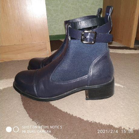 Кожаные демисезонные ботинки 38 размер
