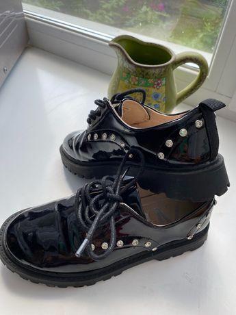 Туфли. Ботинки. Одеты один раз.